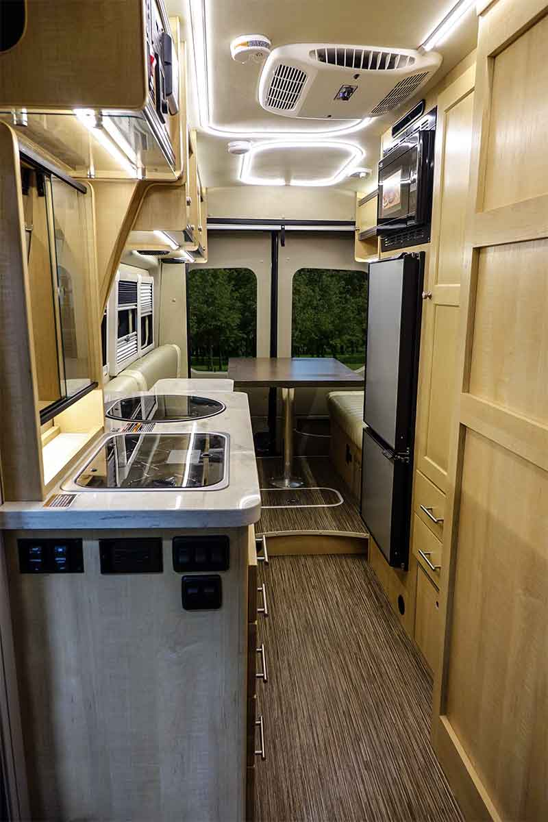Mini Motorhome Winnebago Paseo Interior