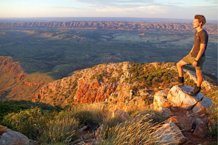 australian-outback-hiking