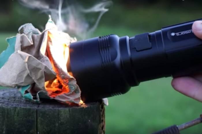Flash Torch Mini flashlight ignites fire