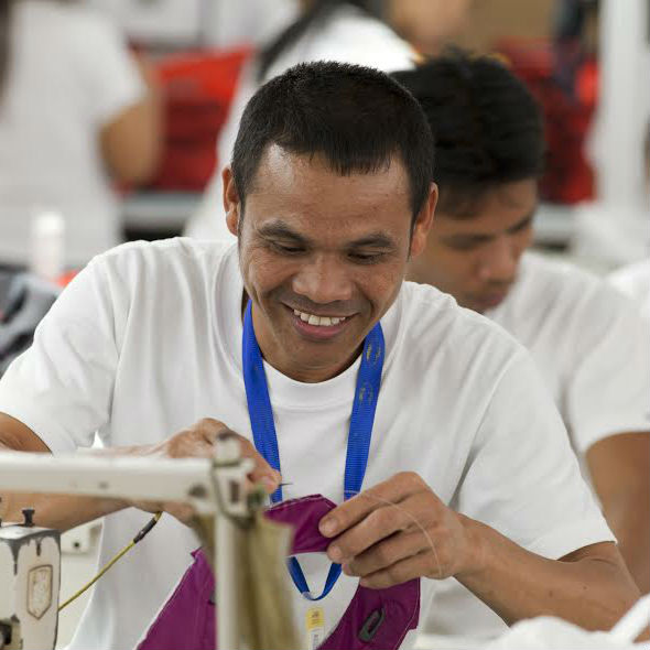 cotopaxi-factory-worker-philippines