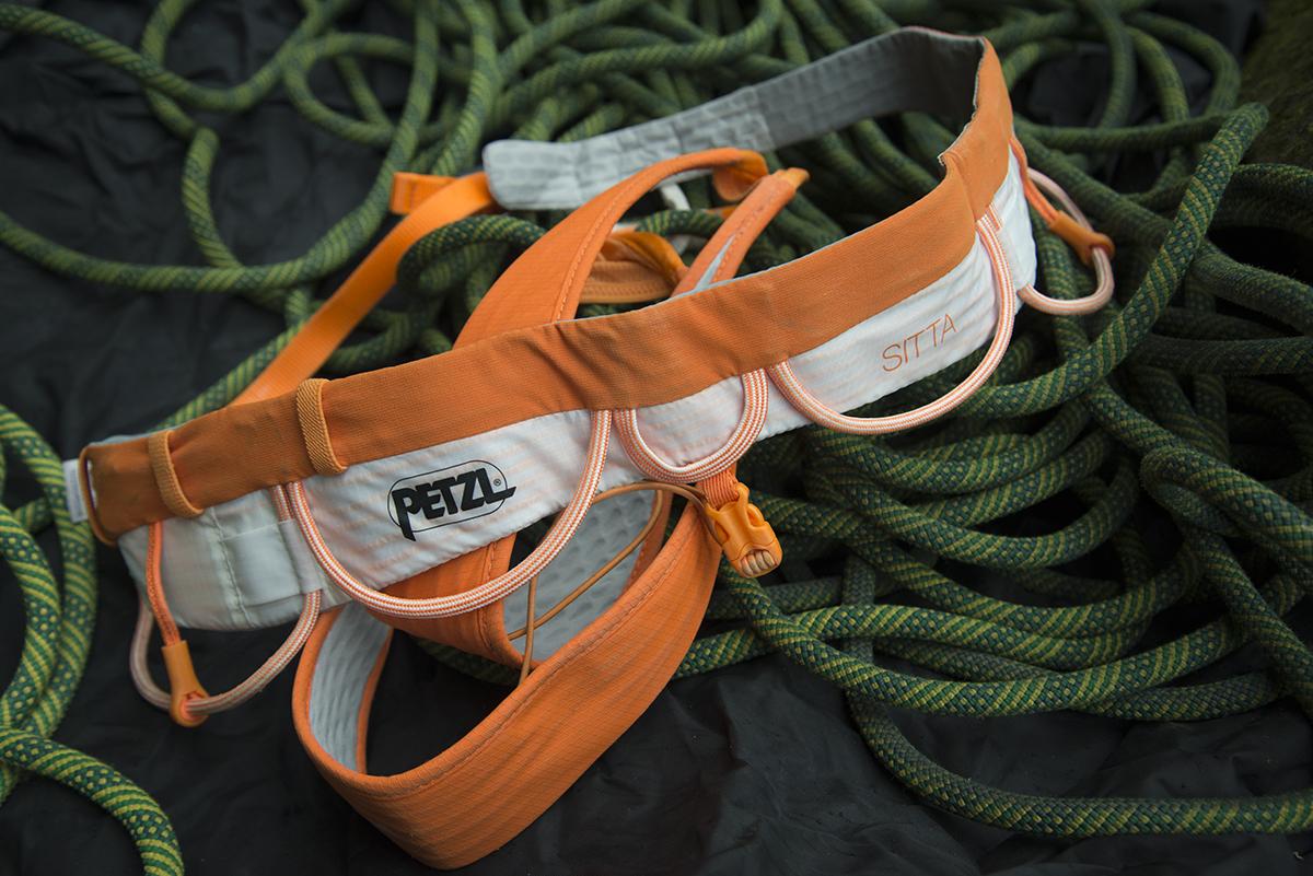 petzl-sitta-rock-climbing-harness-flat