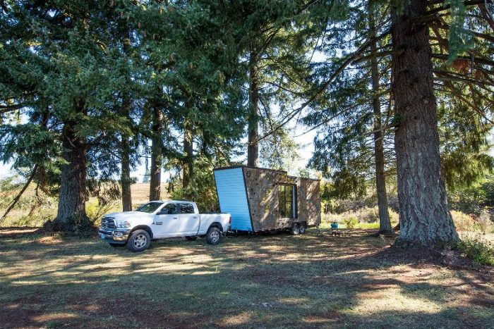 climbing-wall-tiny-home-on-truck