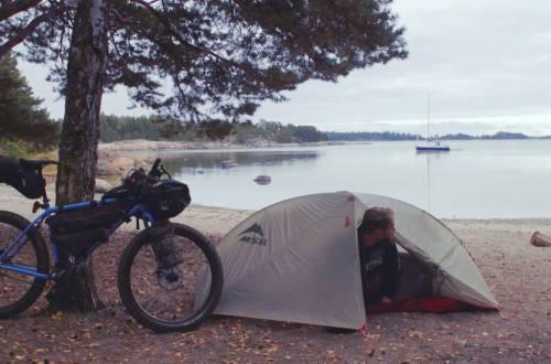 camping-by-lake-bike-packing