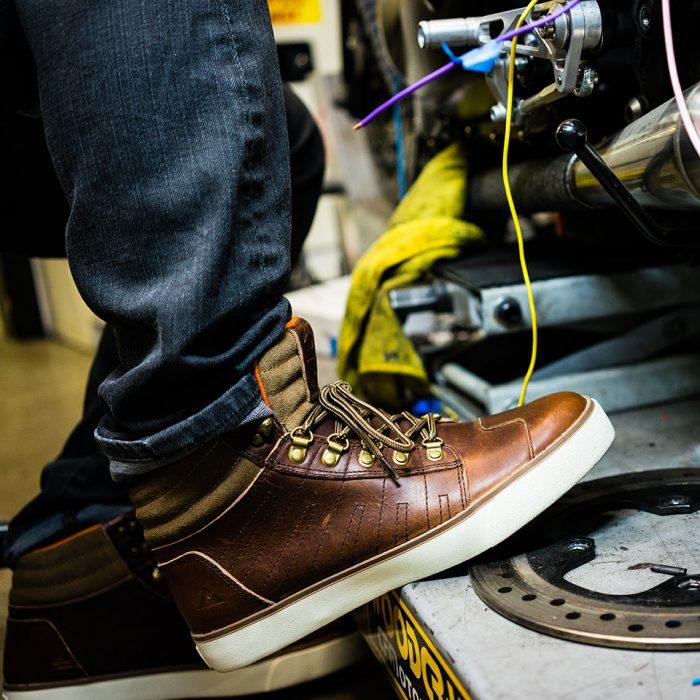 Motorcycling shoe