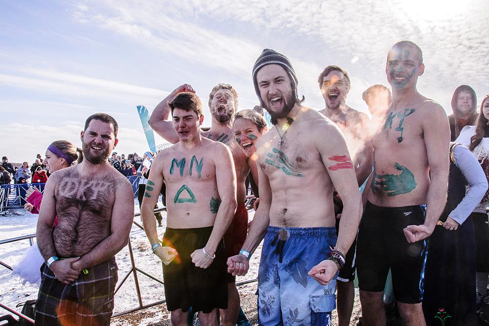 shirtless-guys-polar-plunge