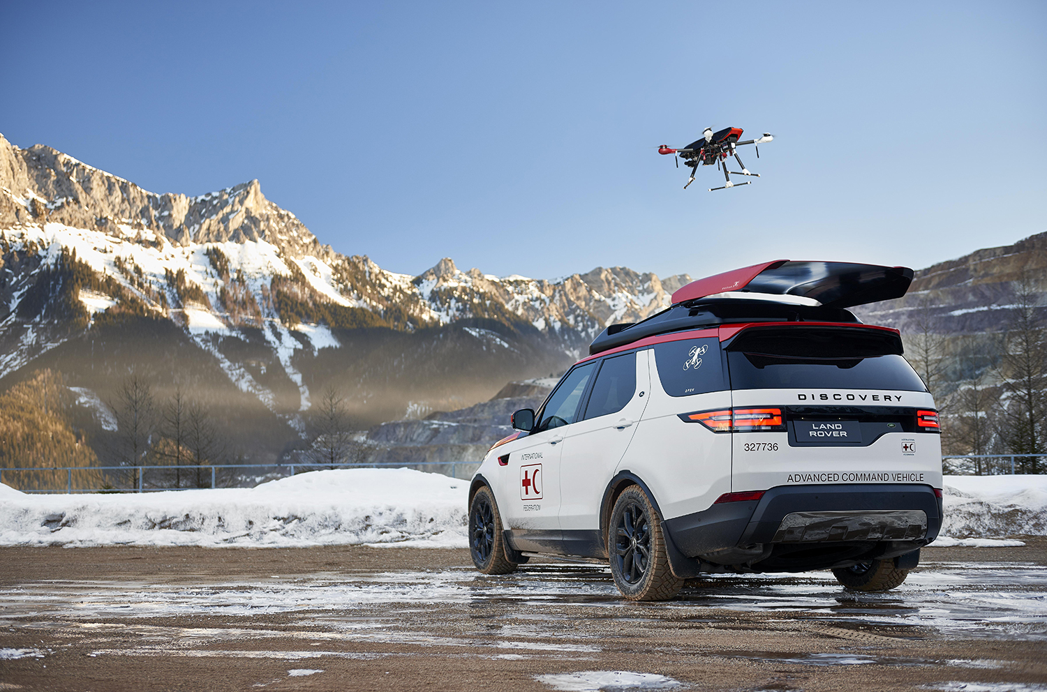 Search Amp Rescue Land Rover Deploys Drone From Roof