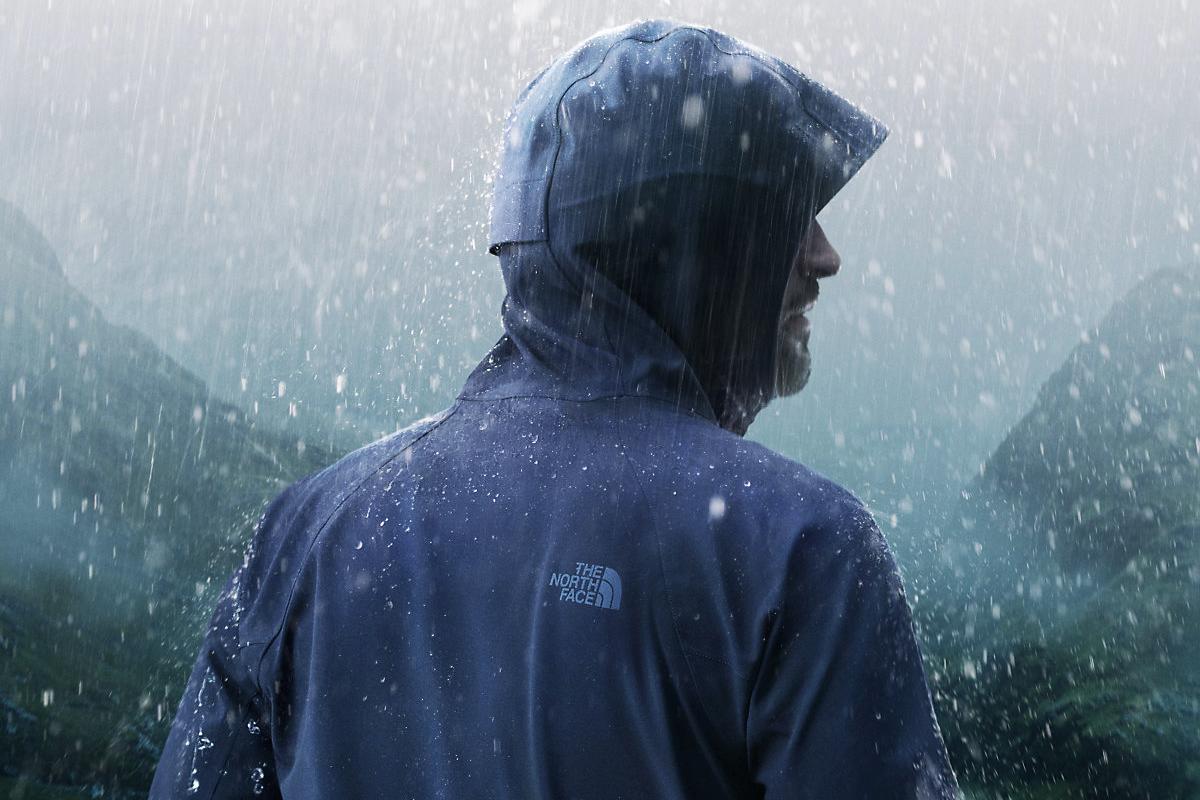 tnf apex flext man in rain