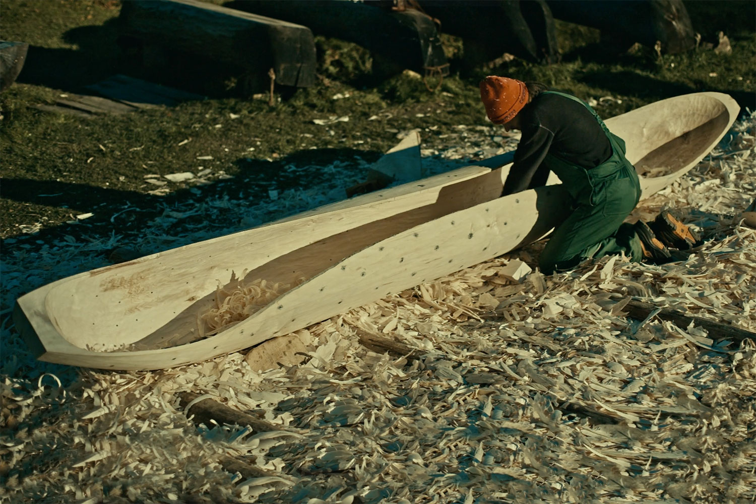 Sit Back Relax And Watch 20 Minutes Of Canoe Building