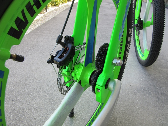 tungsten gears on the chainless bike
