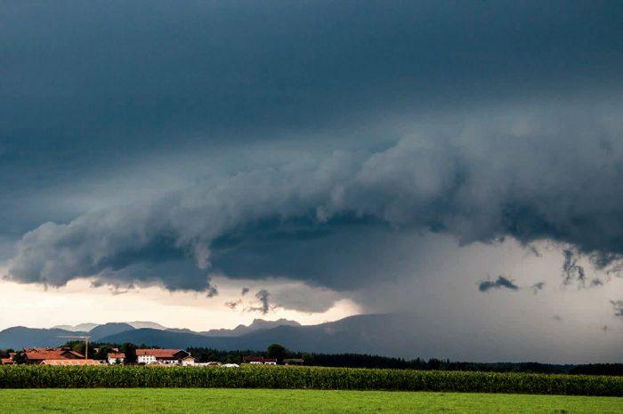 storm cloud arcing
