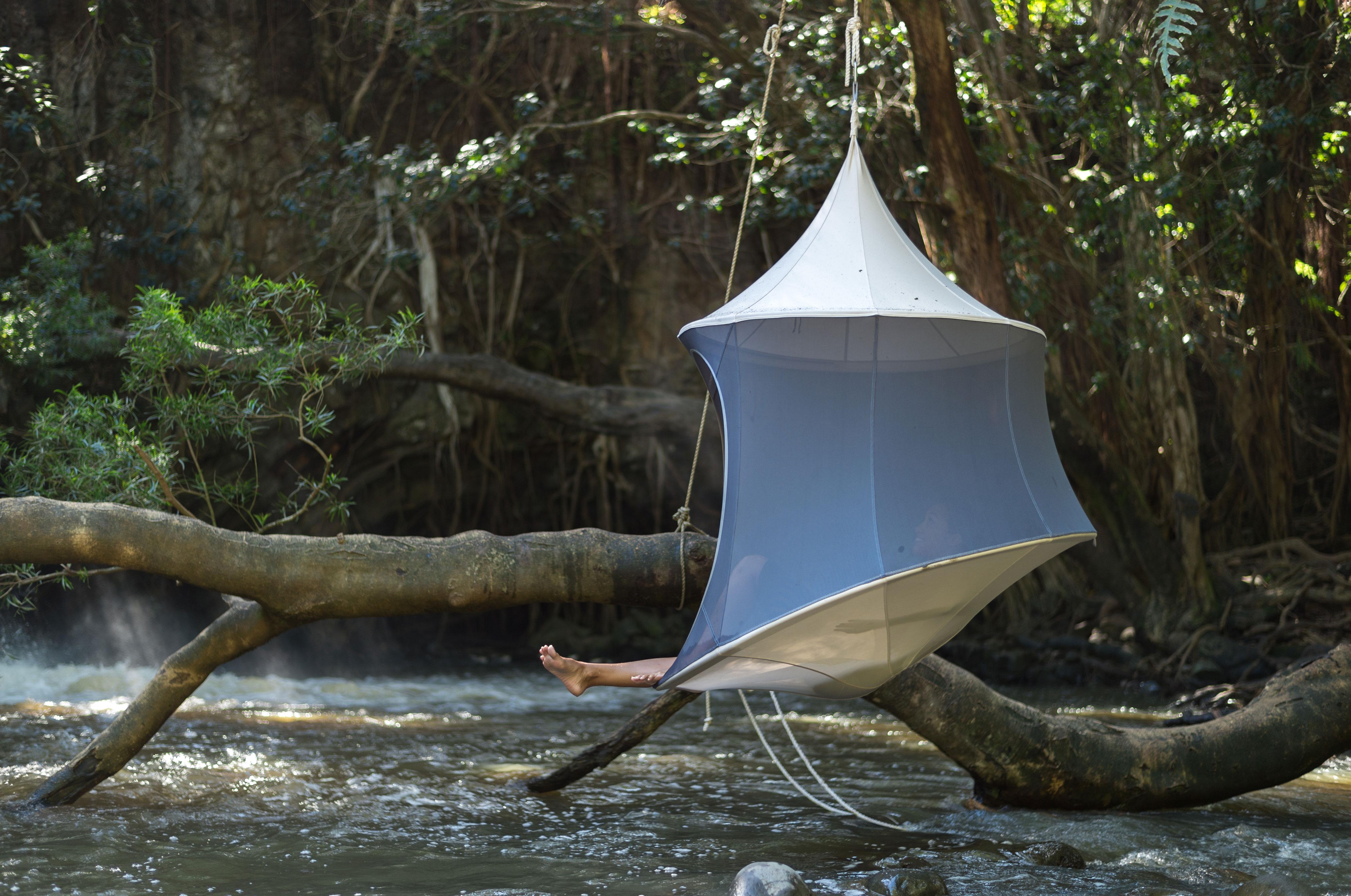 treepod-cabana-over-river