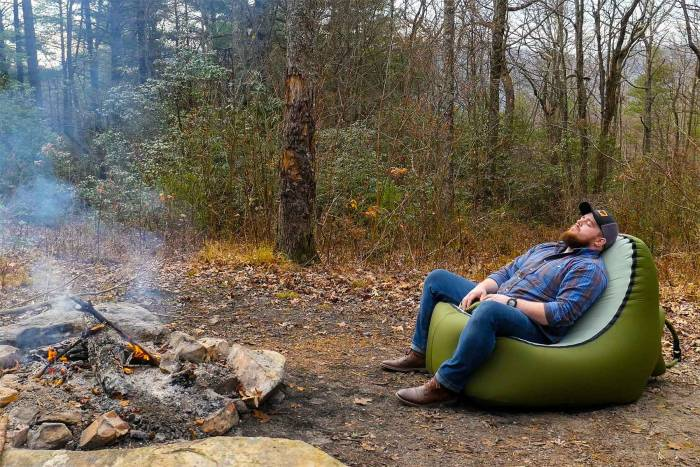 Trono inflatable camp chair