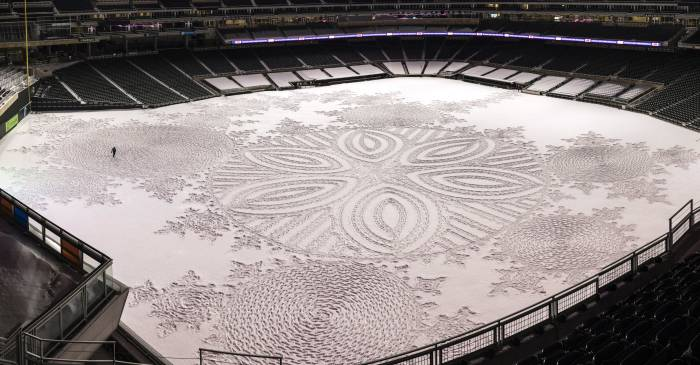 Simon Beck Snow Art Target Field