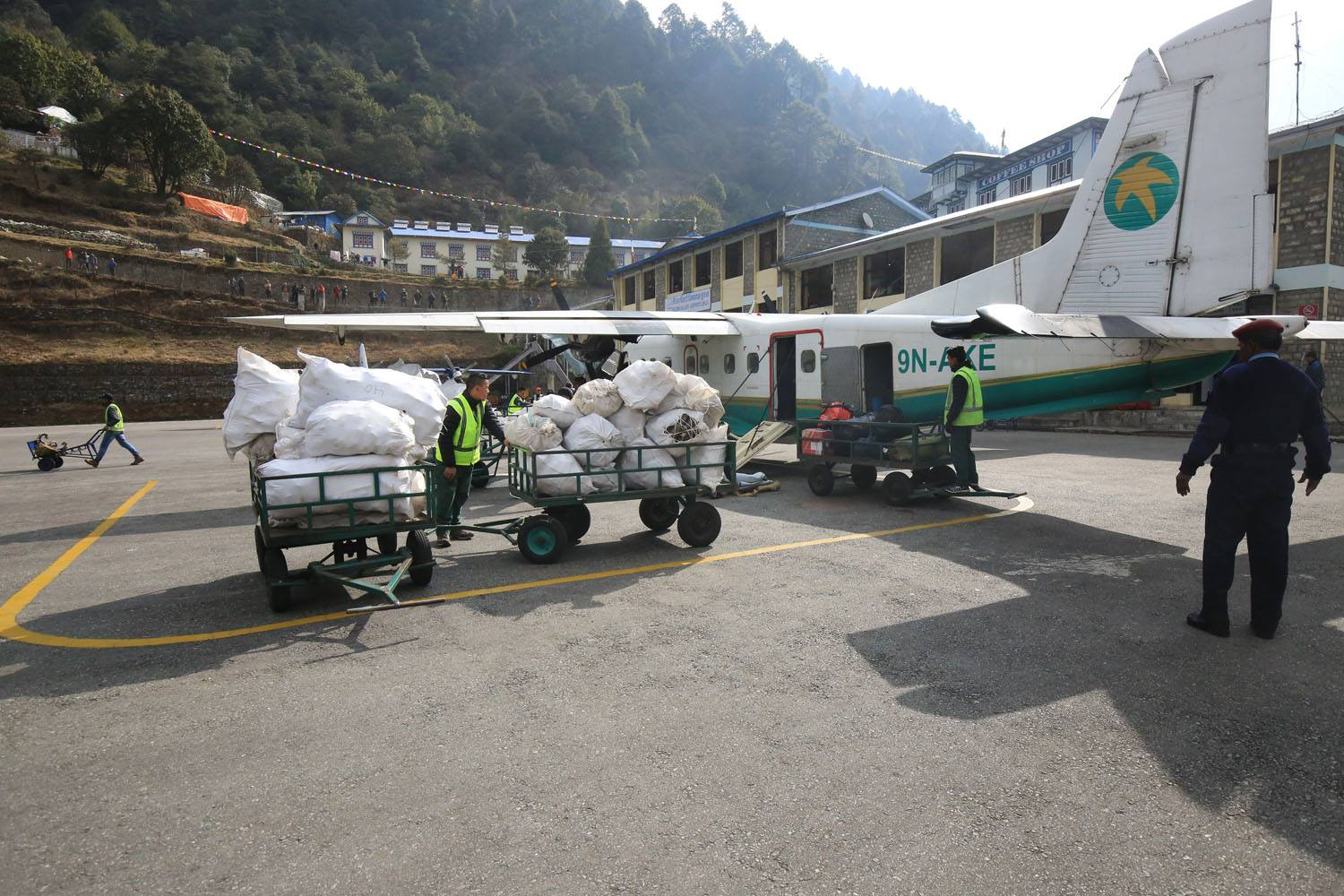 yeti airlines everest clean-up campaign garbage