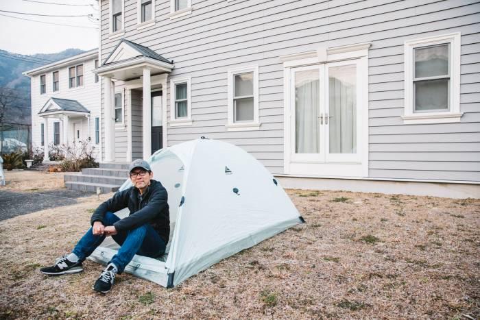 Dyneema Locus Djedi Tent - Man in tent