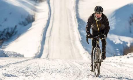Winter Cyclist crushing uphill