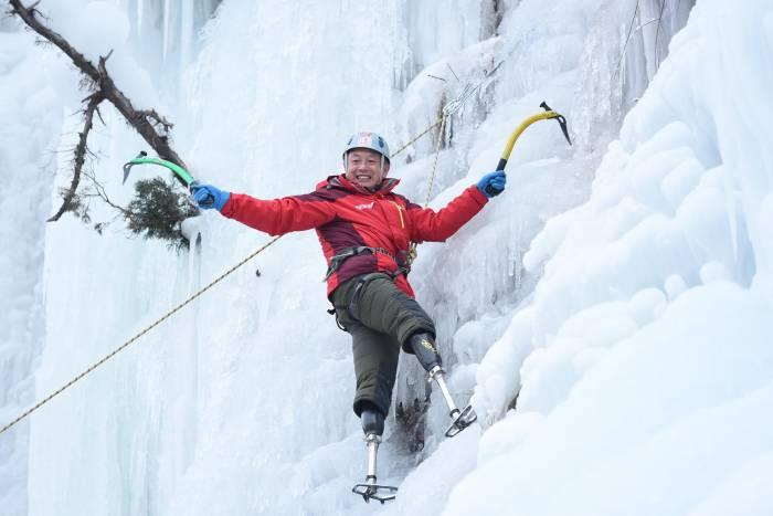 xia boyu double amputee climber