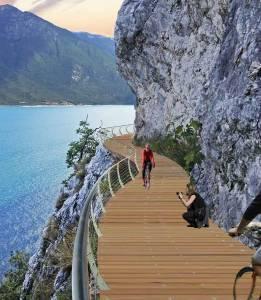 Mixed-use floating bike path over Lake Garda
