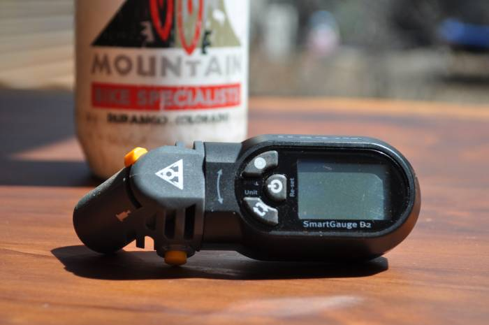 Mountain bike tire pressure gauge