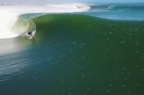 one wave eight barrels surfing