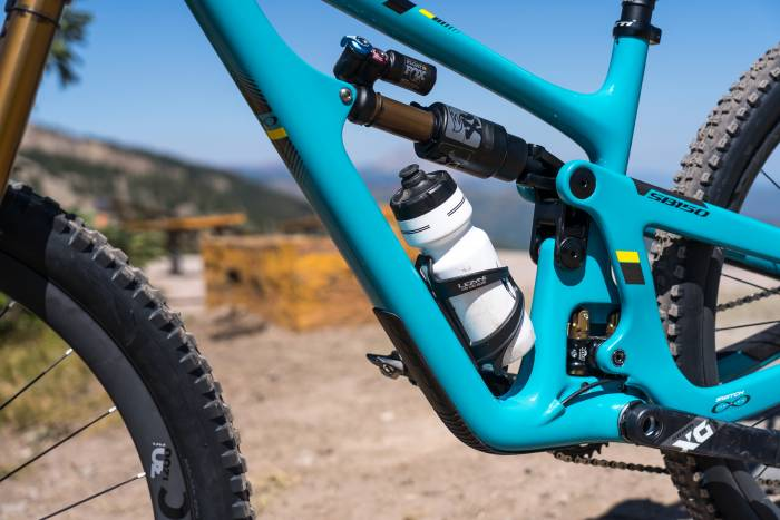 Yeti SB150 Swtich Infinity linkage with water bottle