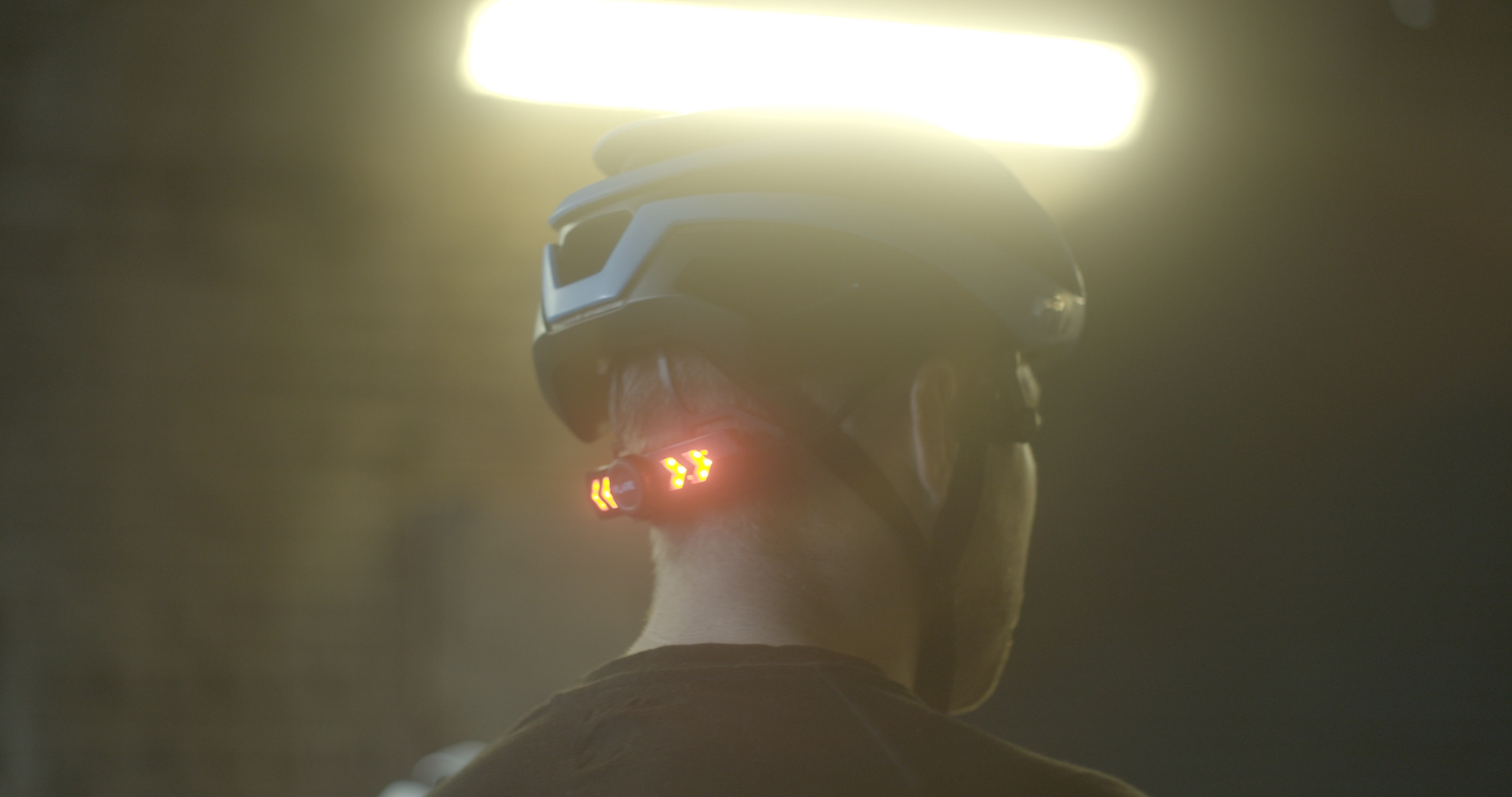 This 'Smart' Bike Helmet Has a Bluetooth Speaker & Automatic