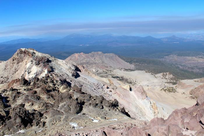 evidence of volcanic activity in Lassen Volcanic National Park