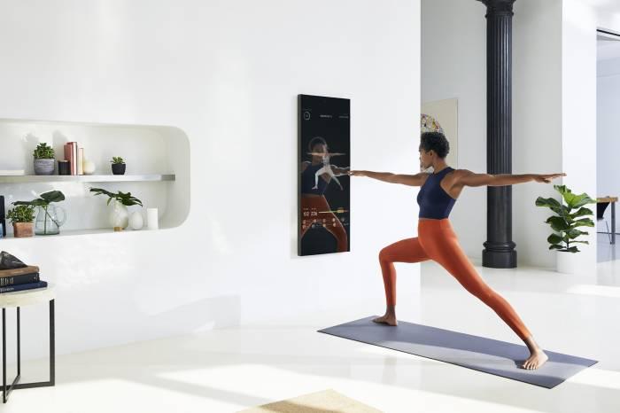 Mirror home fitness studio yoga