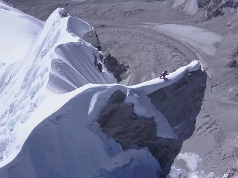 david lama climbs lunag ri