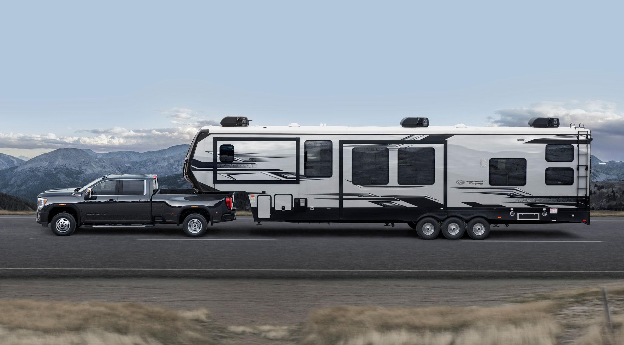2020 GMC Sierra HD fifth wheel trailer