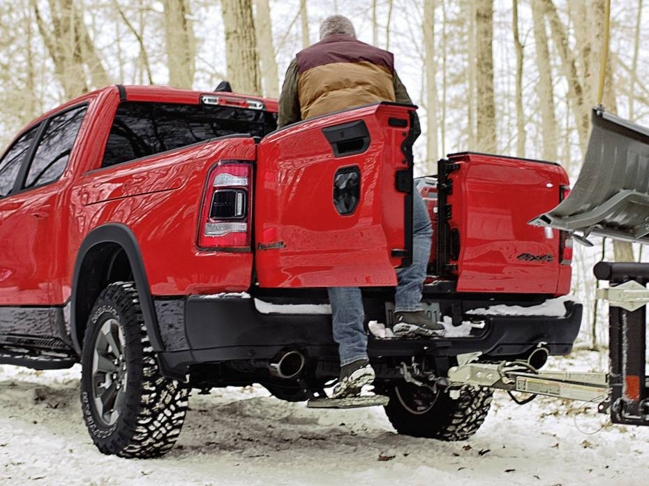 Dodge RAM Trucks Multifunction Tailgate retractable step