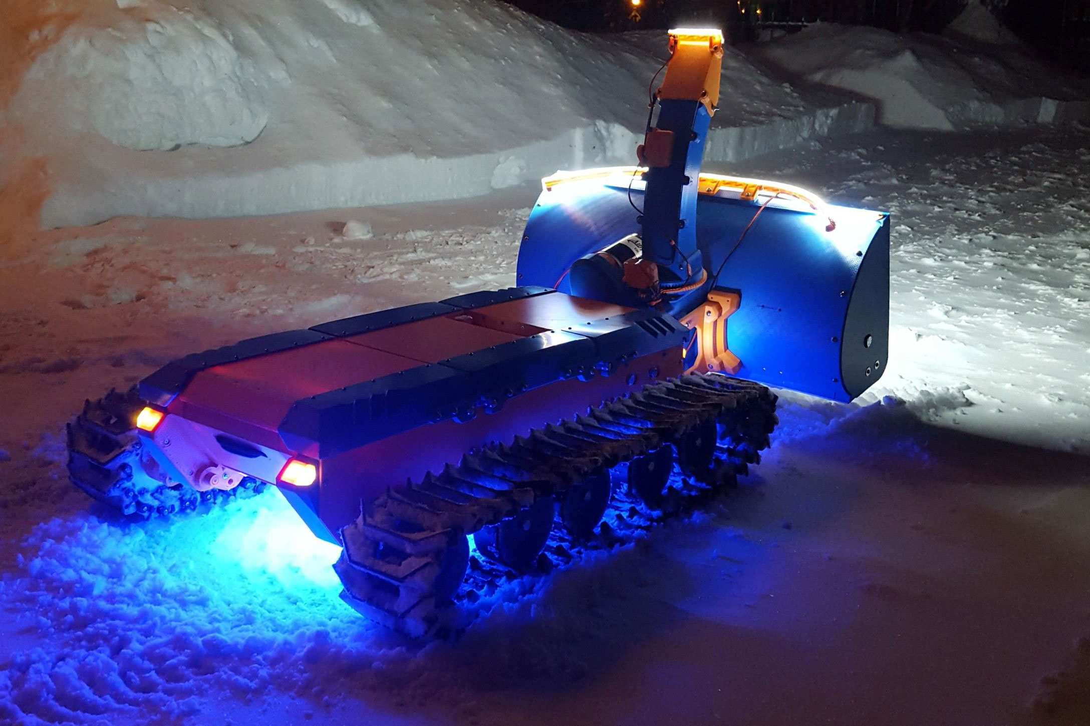 2XSpyker Kat remote-controlled snowblower at night LED lights