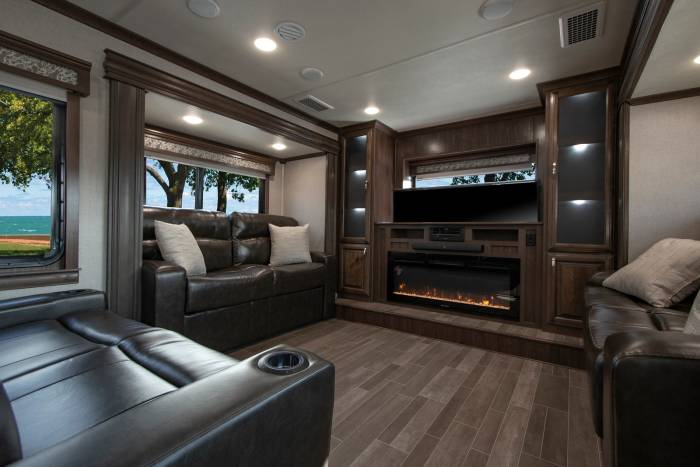 Forest River Riverstone Luxury 39 RBFL interior