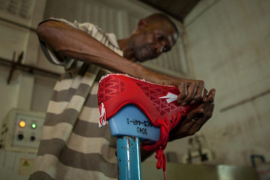 Kenyan worker creates Enda Lapatet running shoe