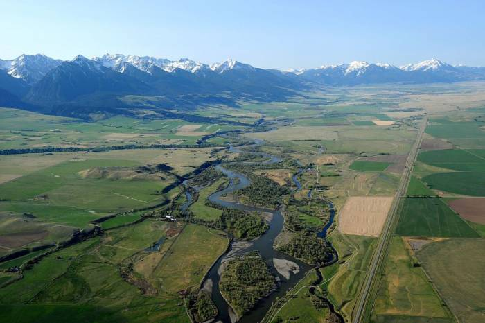 Aerial shot of Paradise Valley in Montana