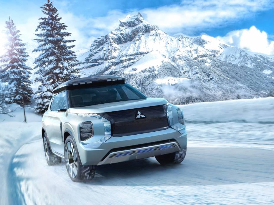 Mitsubishi Engleberg Tourer concept hybrid SUV winter driving mountains