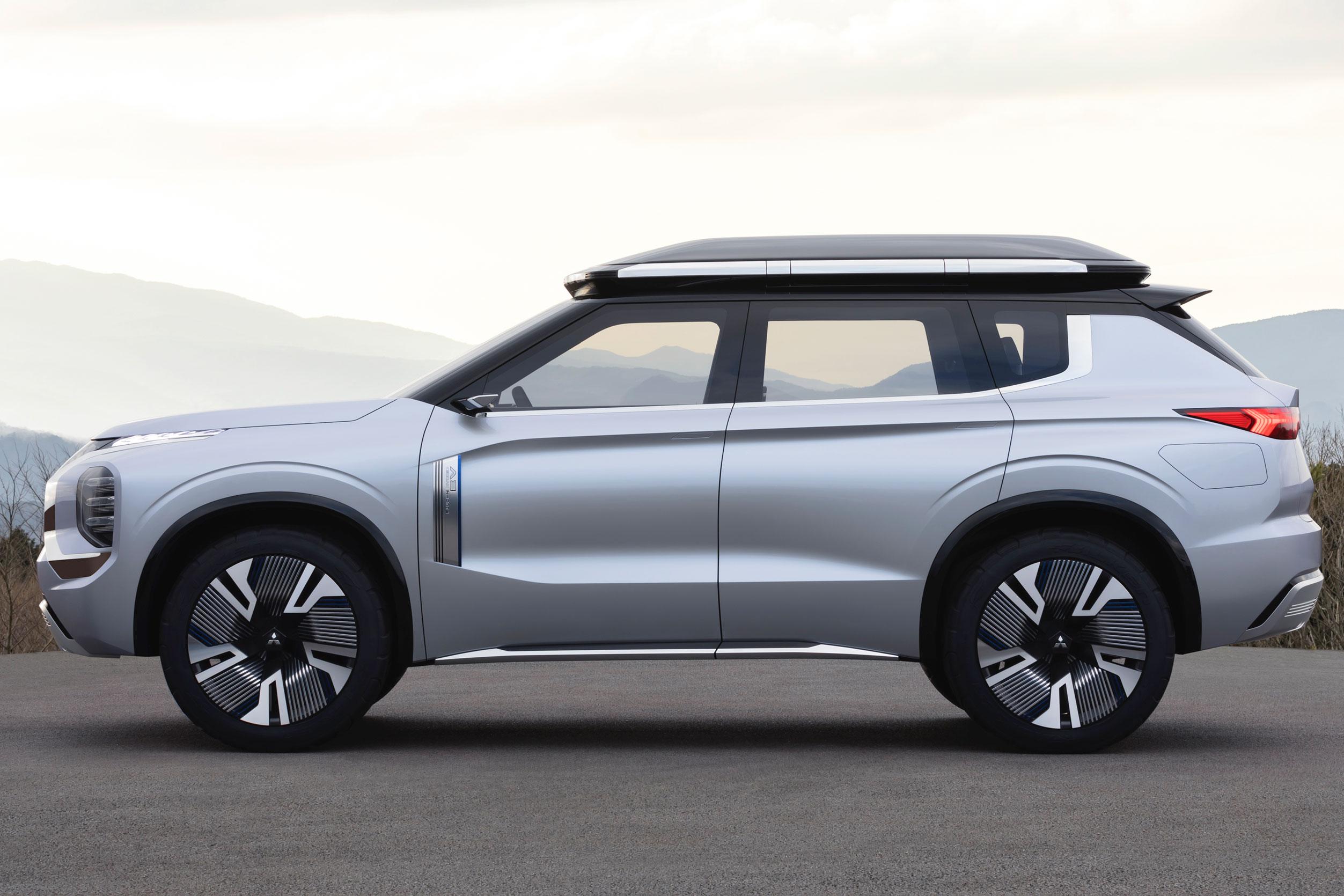 Mitsubishi Engleberg Tourer concept hybrid SUV