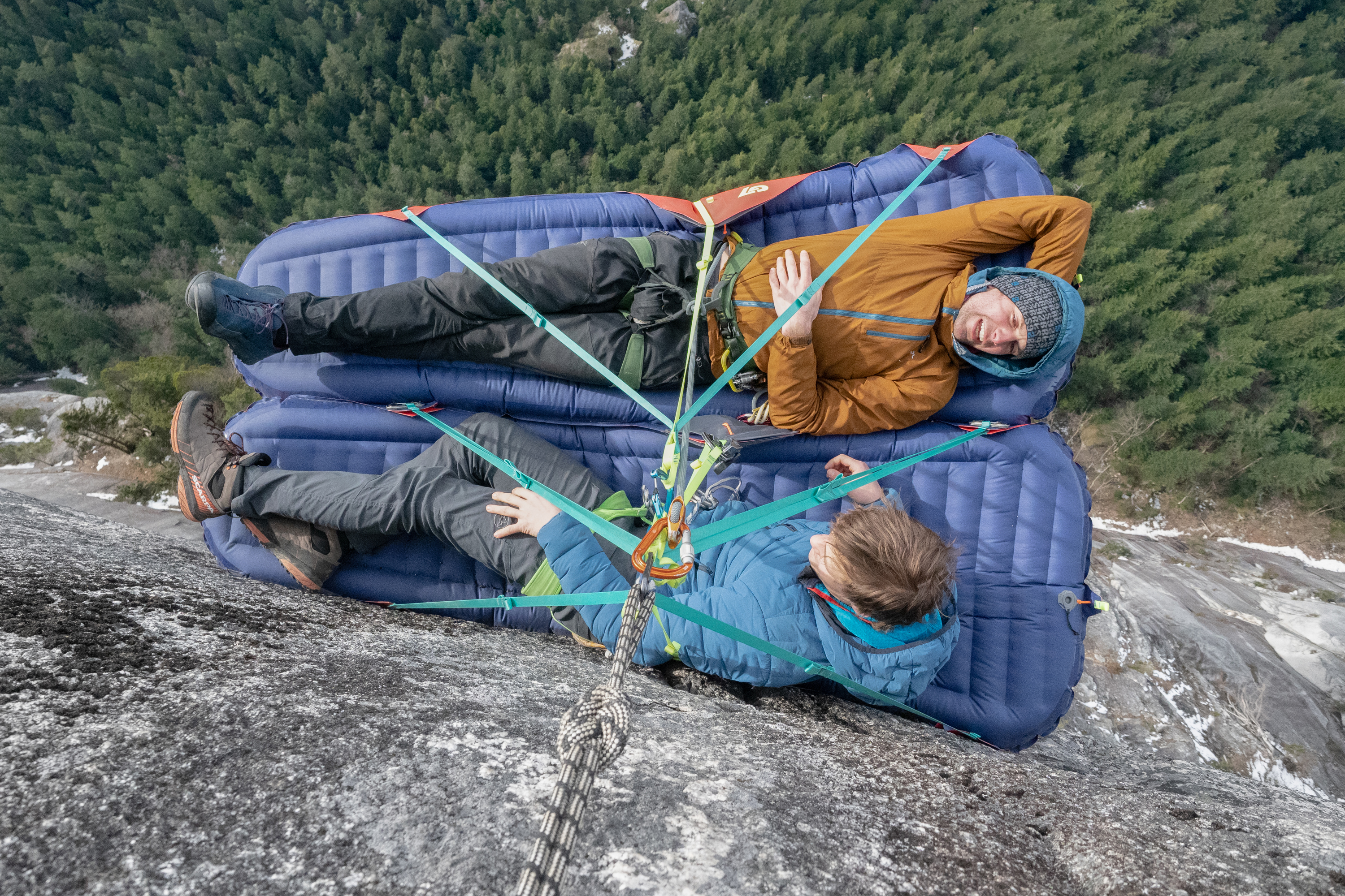 G7 inflatable climbing portaledge