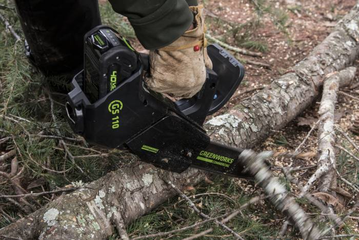 greenworks-electric-chainsaw1