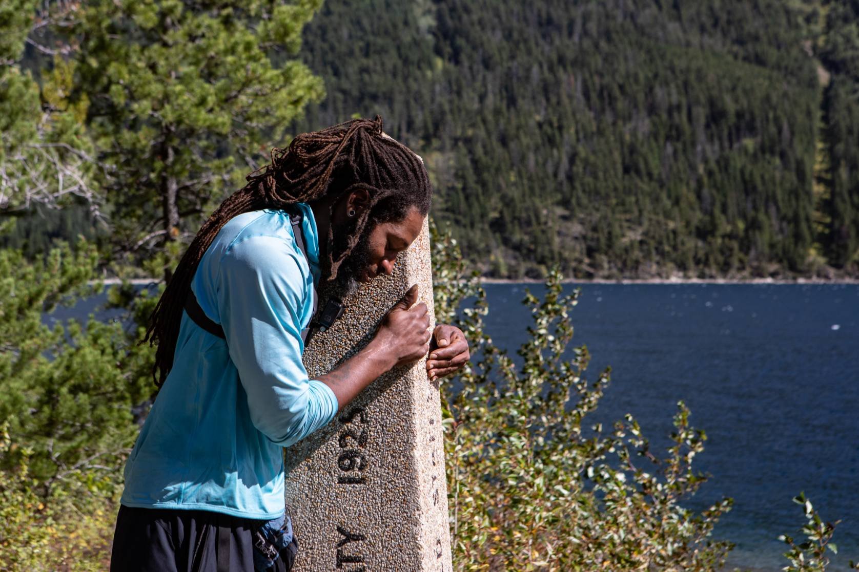 Will 'Akuna' Robinson bowing head on trail marker