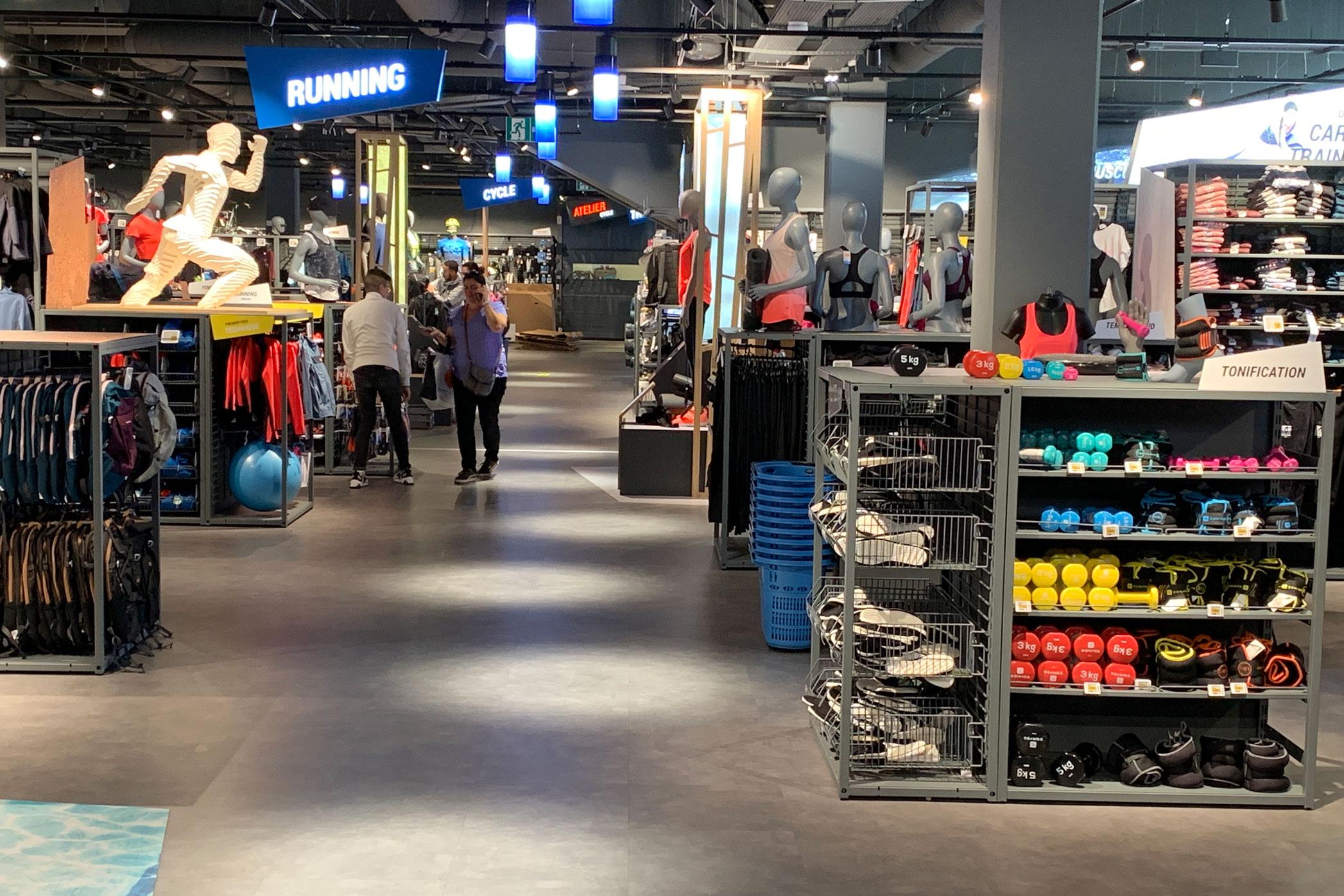 Decathlon hybrid store concept