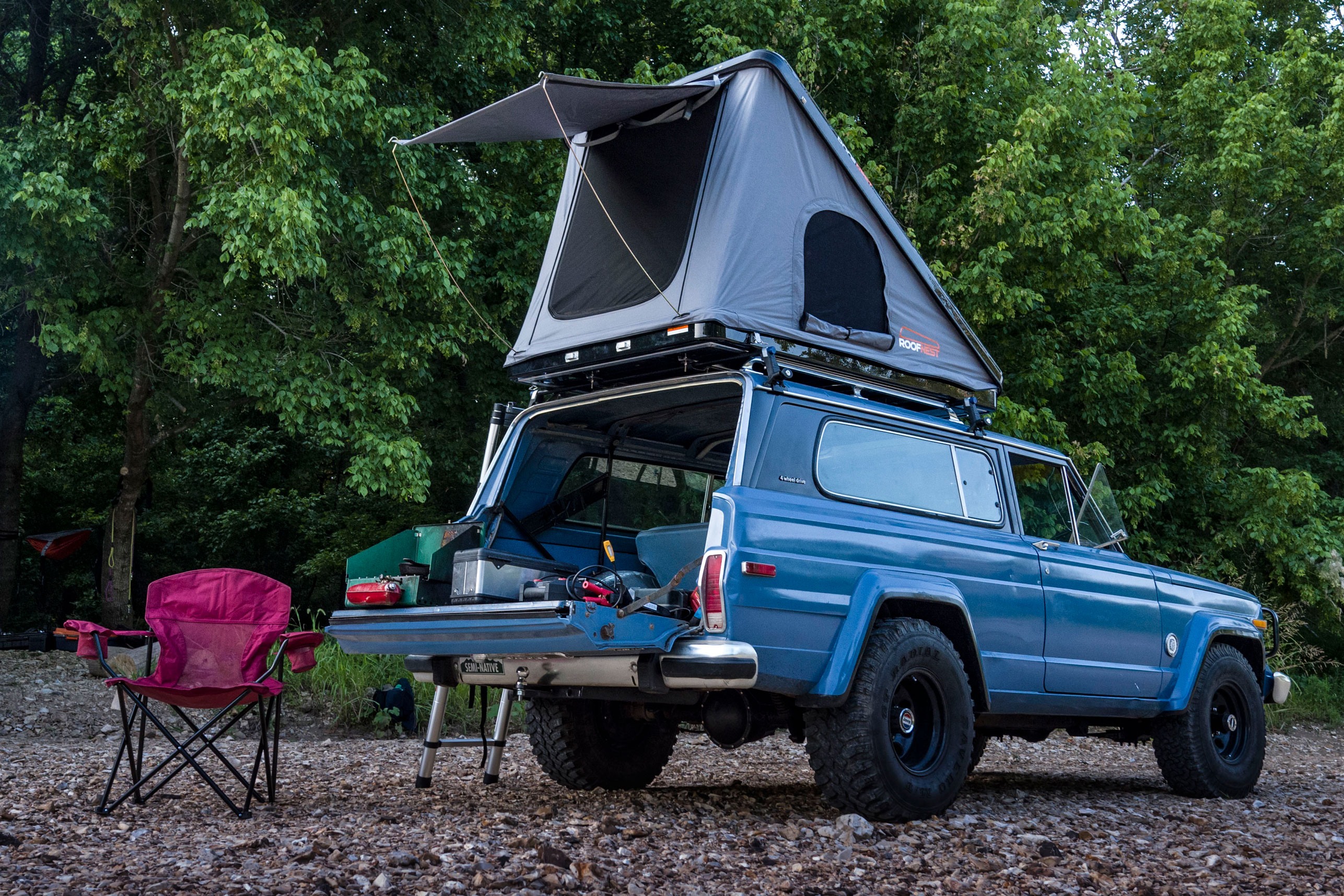 Roof Nest Sparrow Eye rooftop tent