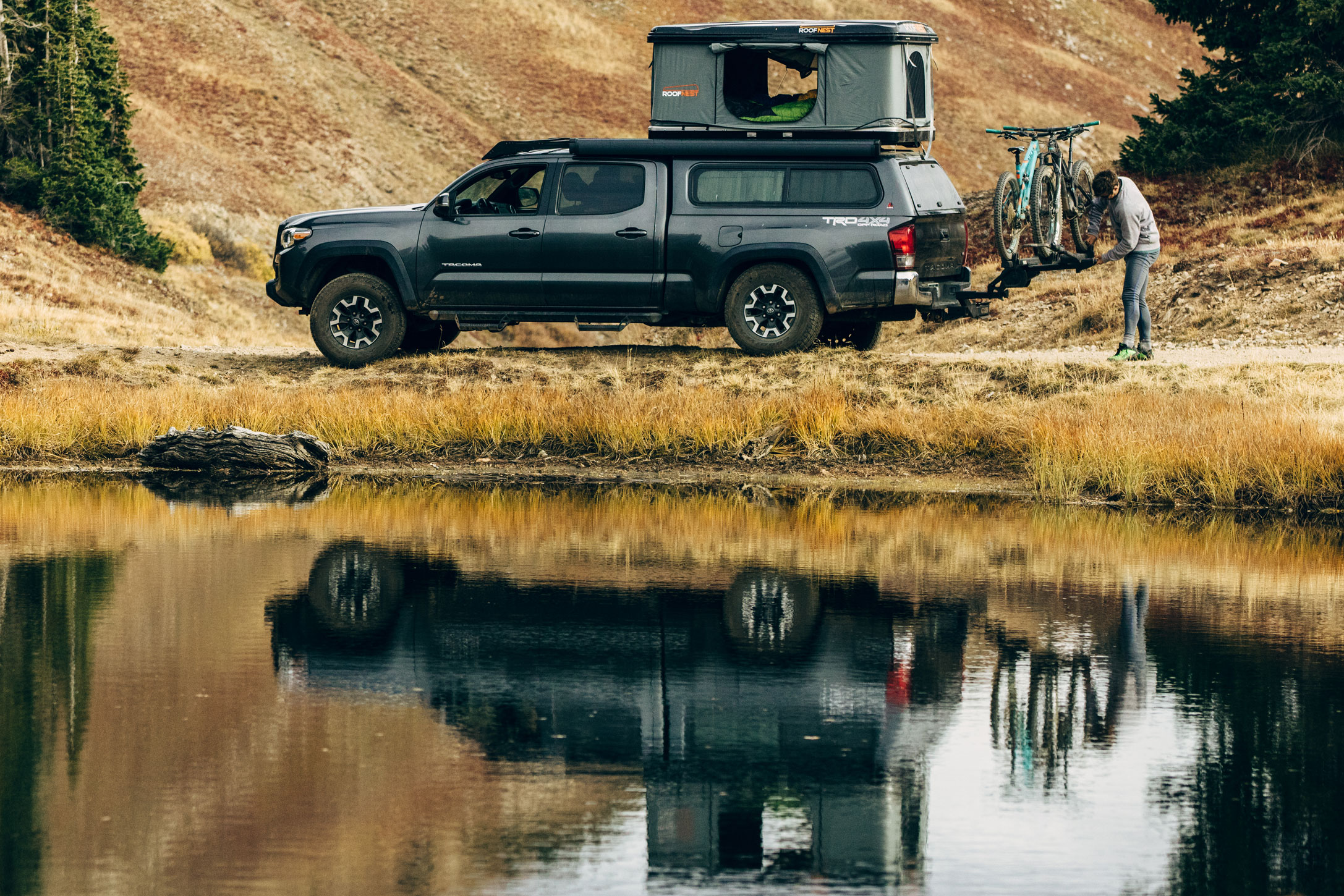 Roof Nest Sparrow rooftop tent