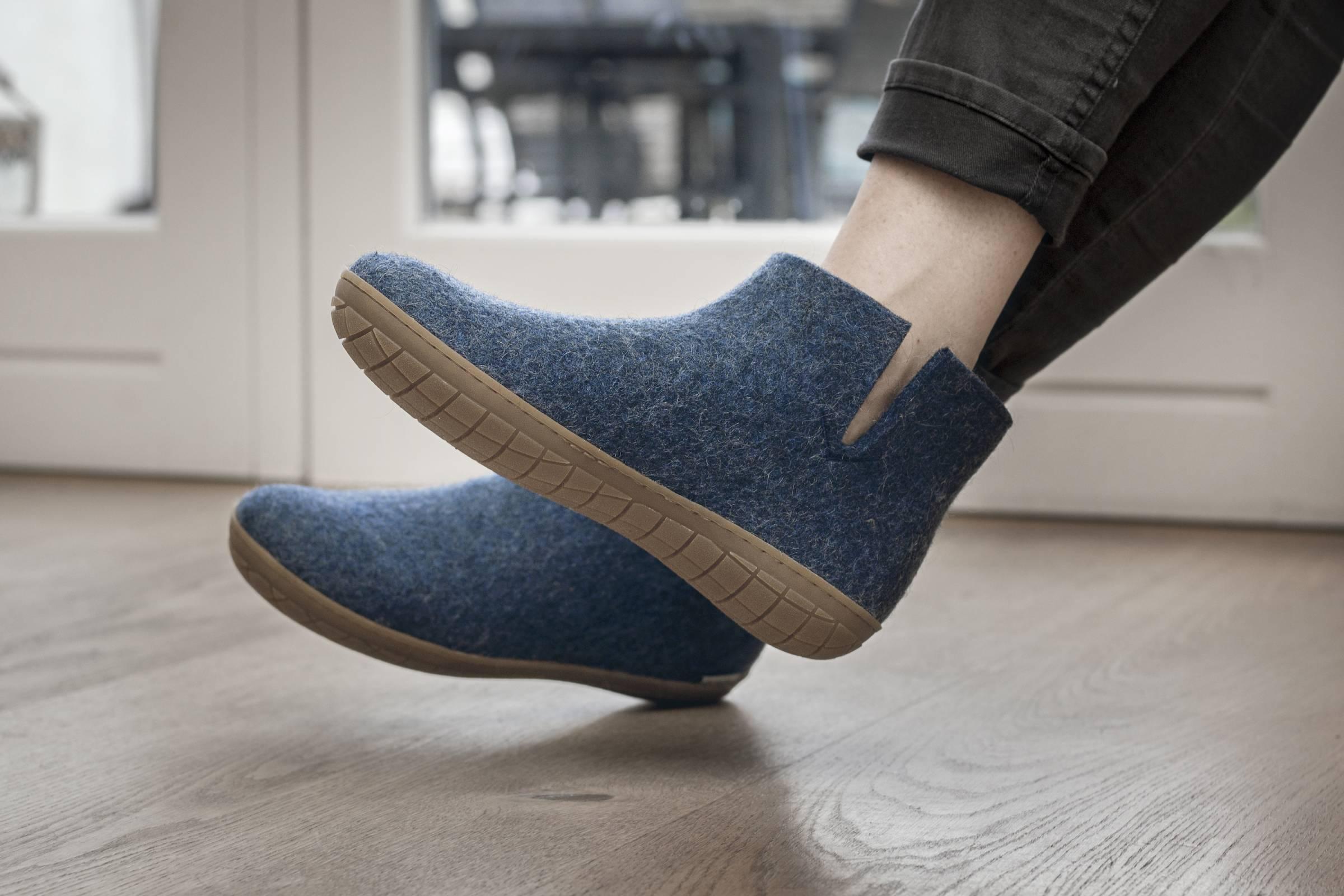 The Best Slippers for Men \u0026 Women in