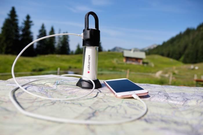 Ledlenser ML6 light charging phone