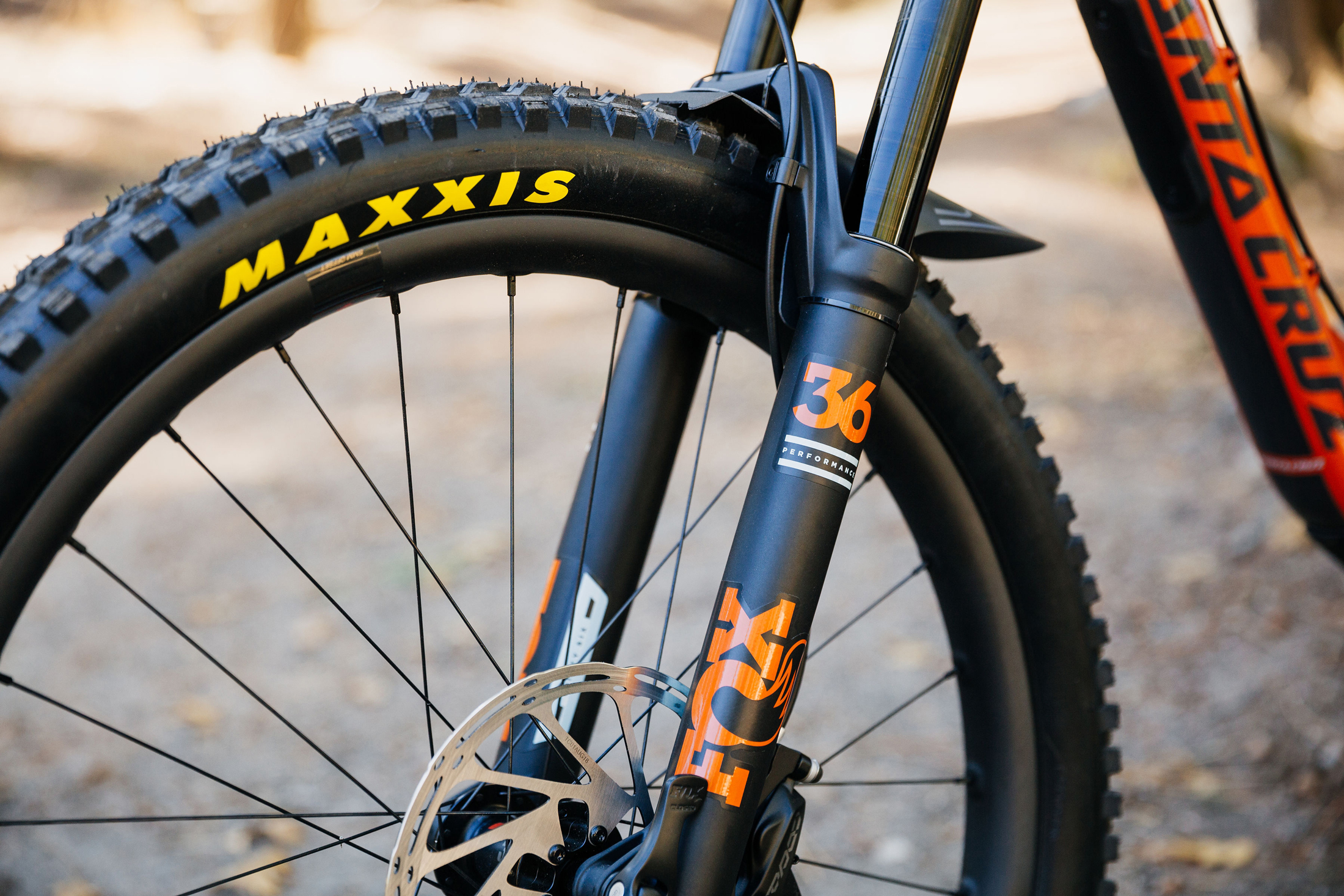 mountain bike tire front fork
