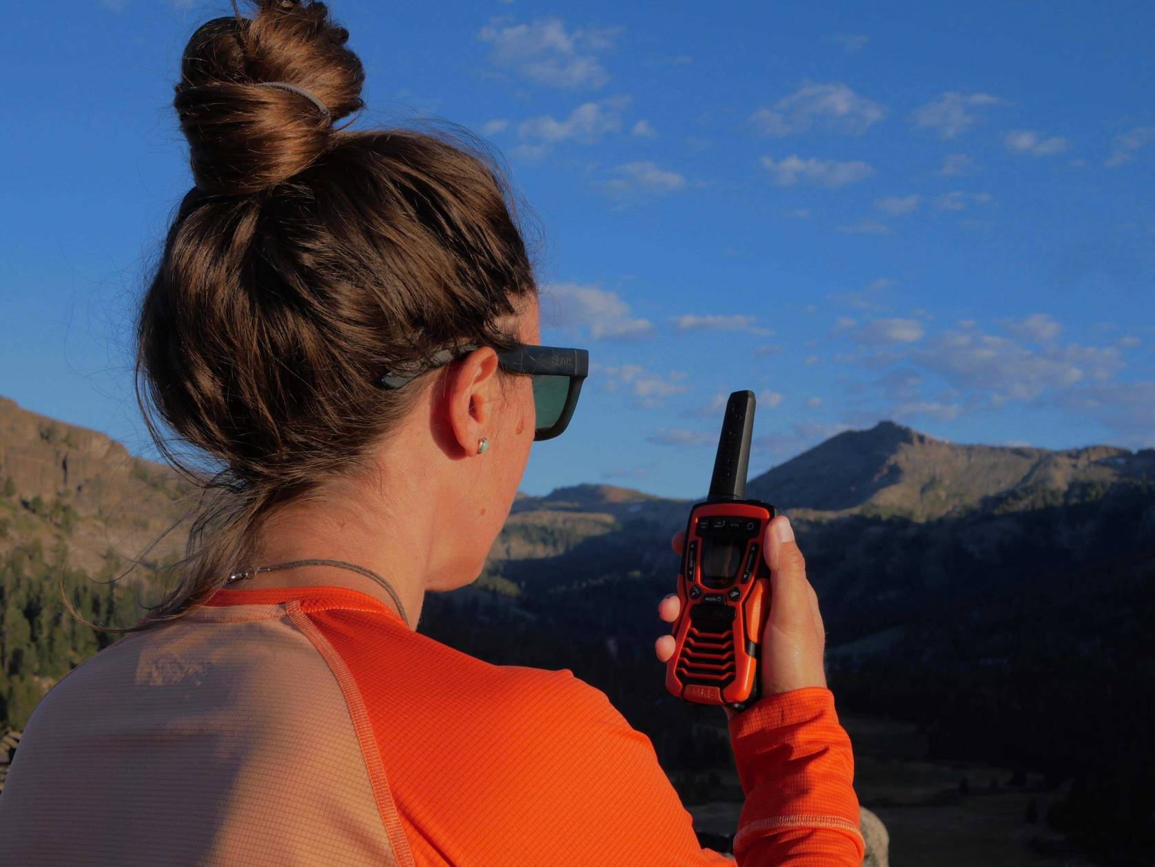 how to use a walkie talkie
