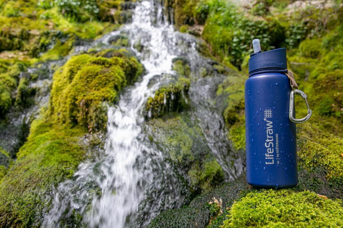 LifeStraw Go Edelstahl_Blau_Wasserfall_Annecy_Eugenia_unlimited 02-1200x800-5b2df79