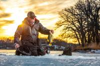 Ice fishing safety: basic tips and equipment to enjoy the hard water