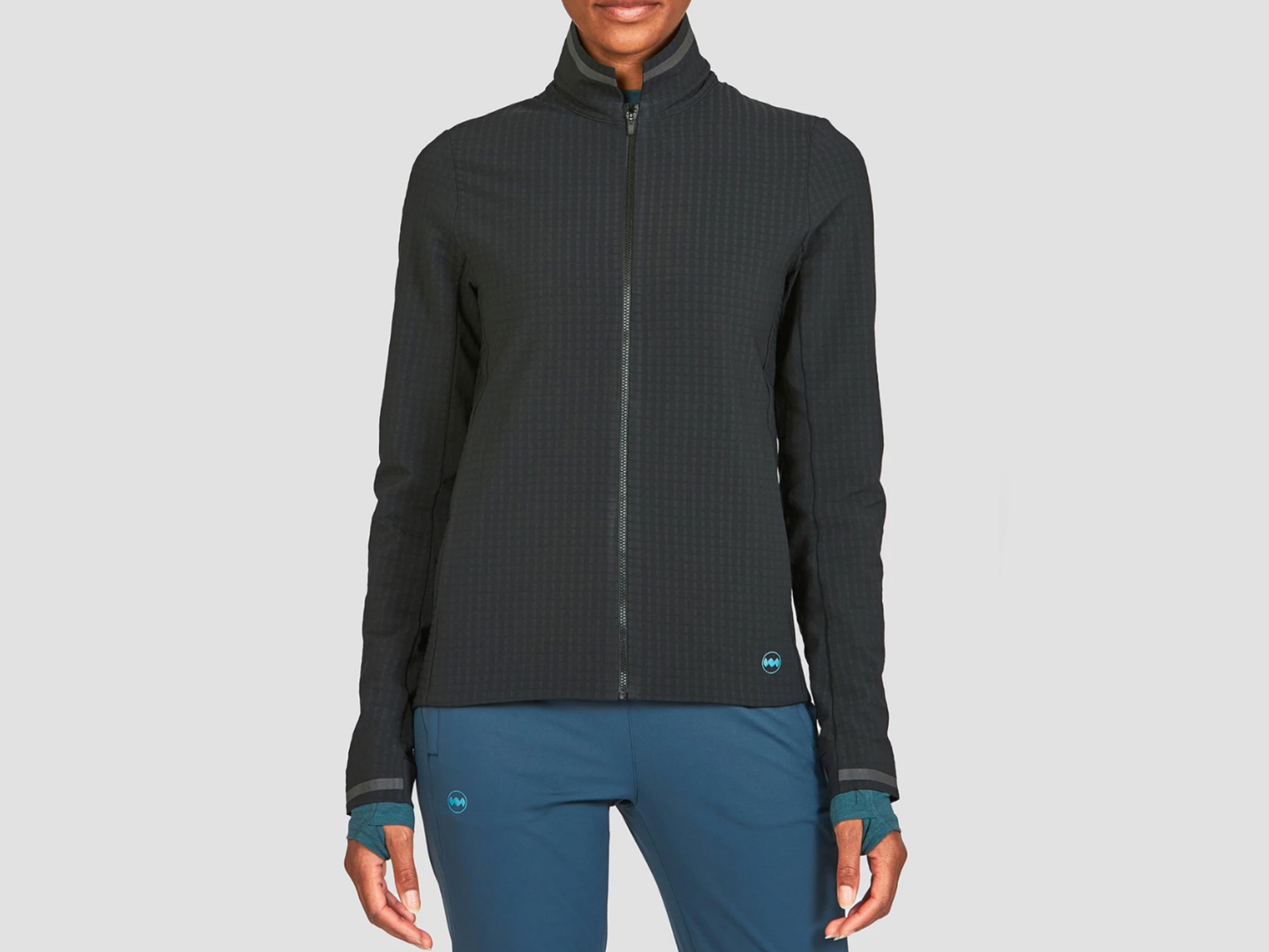 model from neck down wearing the Janji stormrunner fleece jacket in midnight black